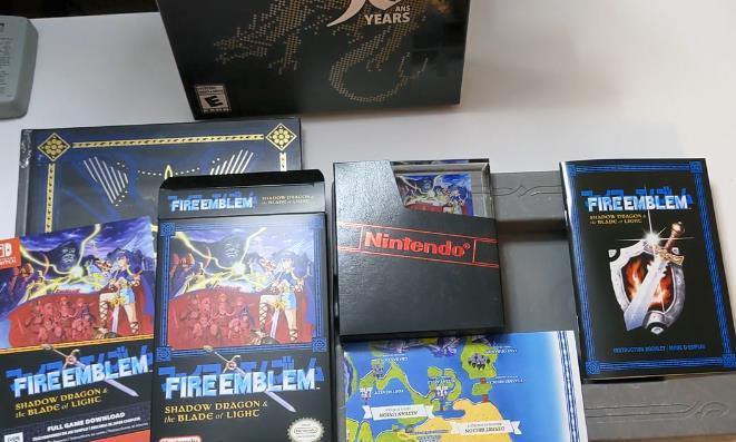 玩家分享《火焰纹章》30周年实体限定版开箱影像