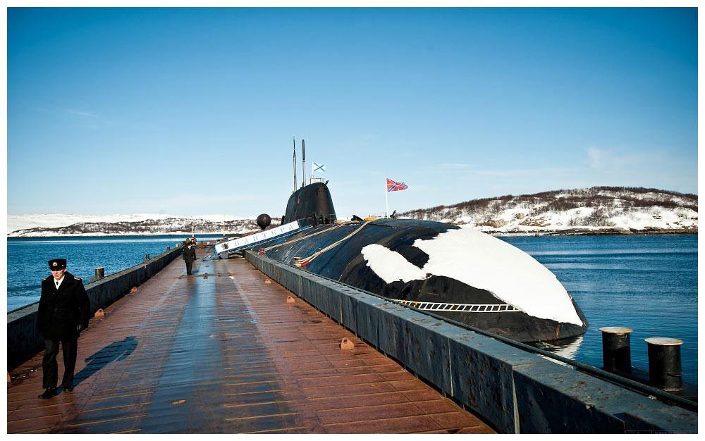"""钻进俄罗斯""""阿库拉""""级核潜艇 指挥舱罕见曝光 内部空间堪称豪华"""