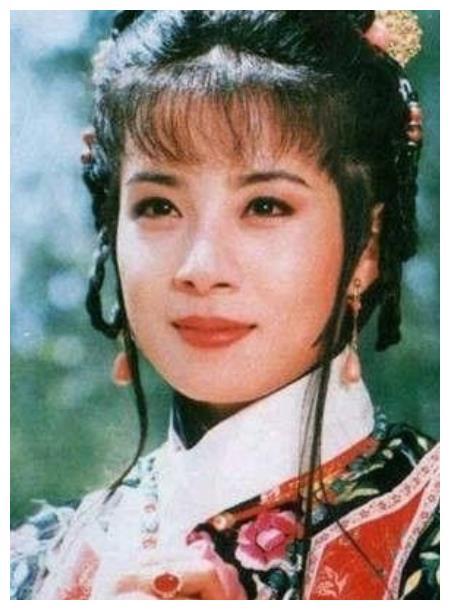琼瑶女郎俞小凡:收服情场浪子翁佳明,10年恋爱,19年婚姻很幸福