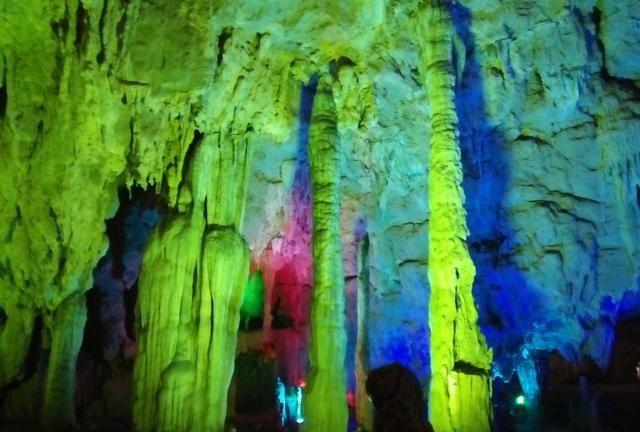 云南九乡大溶洞是中国最大的溶洞景区,最大的科斯特地貌区