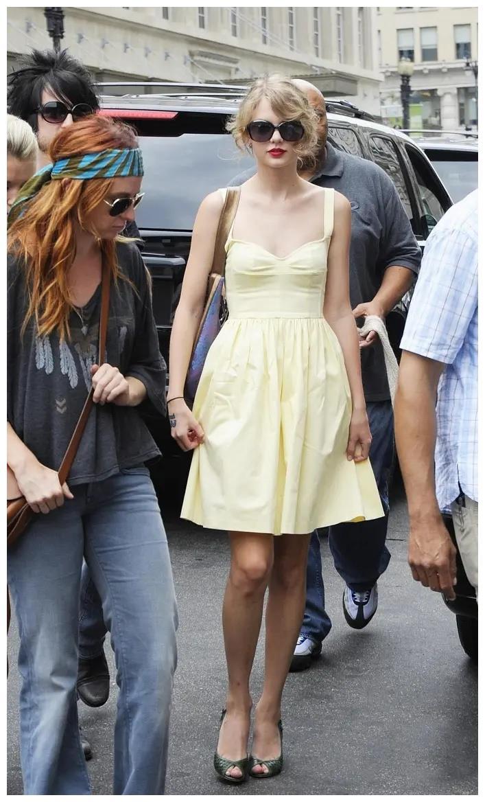 各种连衣裙换着穿,这么甜美可爱的泰勒·斯威夫特,你见过吗?