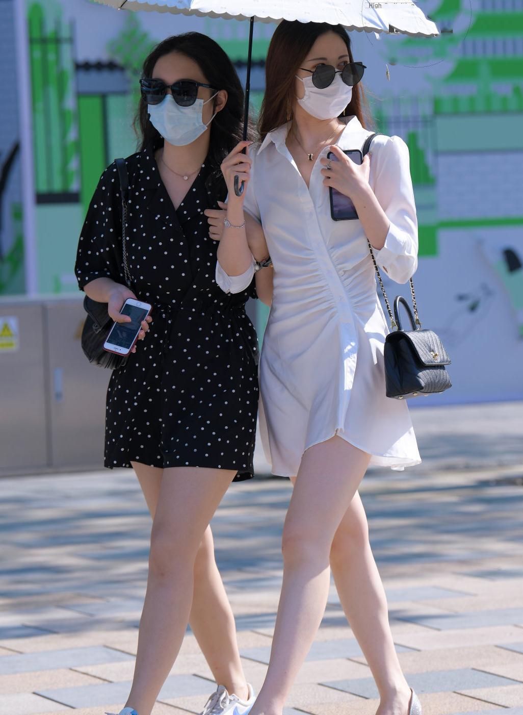 时尚街拍:时尚不仅看穿搭,夏天墨镜的装饰也很重要