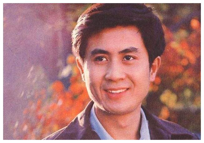 62岁老戏骨郭凯敏:二婚娶尤勇前妻很幸福,儿子长相很英俊