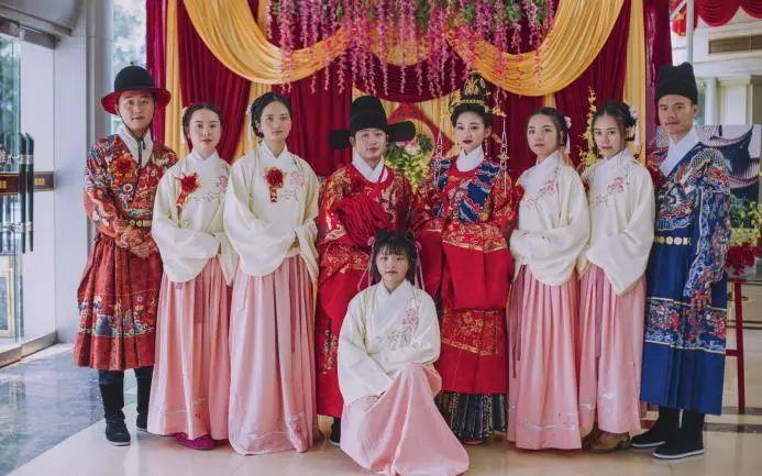 汉服婚礼流行的今天,为什么还有人认为不能穿汉服结婚?