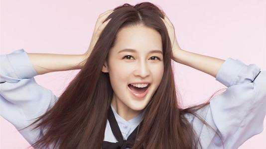 李沁为了新剧转型成陈慧珊知性风格,她的脸可以吗?