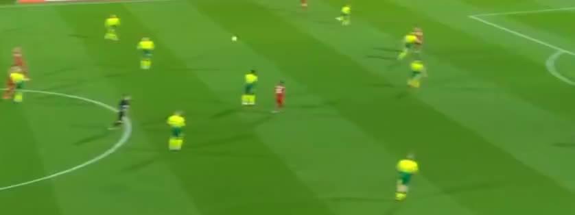 利物浦长传发动进攻,张伯伦远射,被扑出了