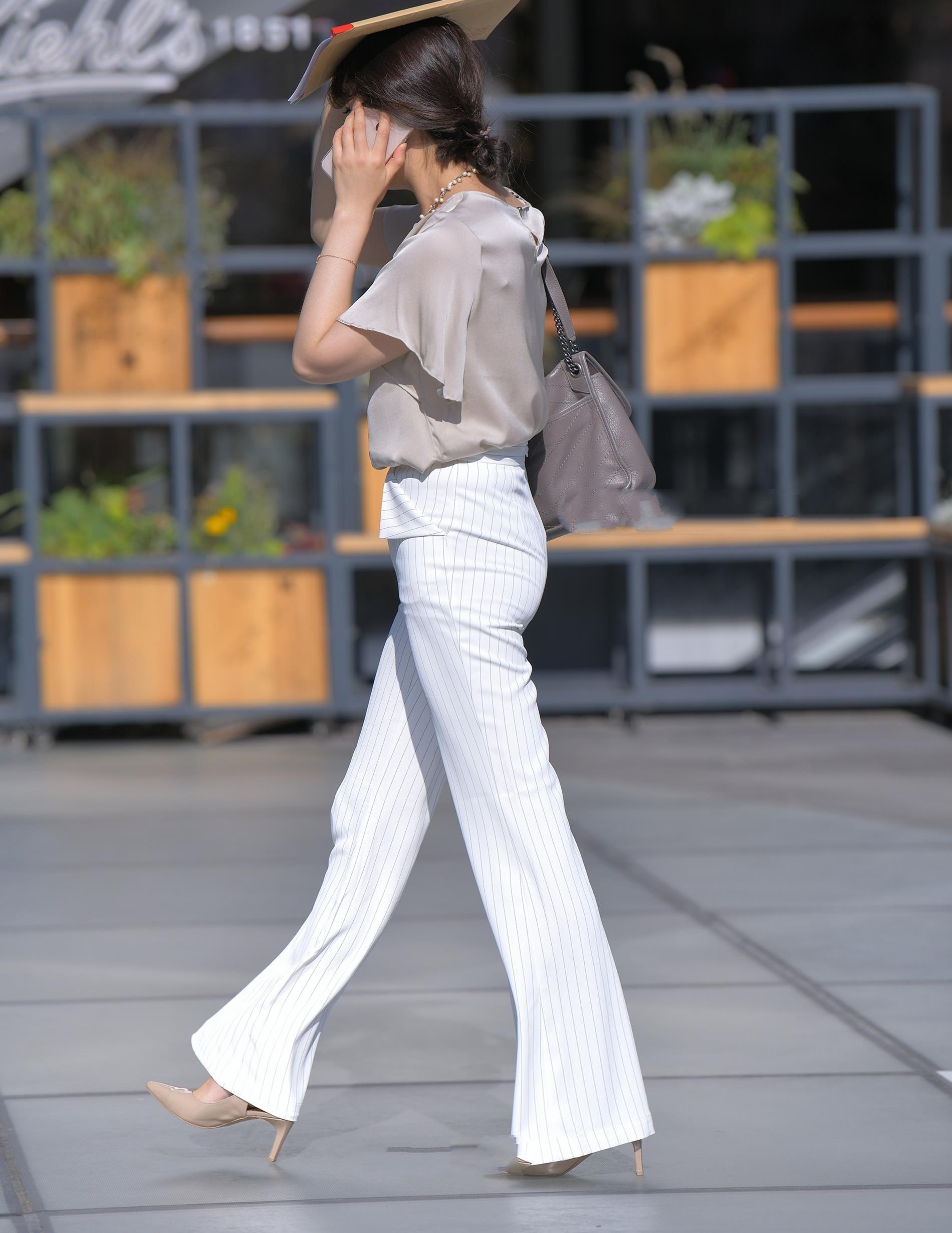 杏色雪纺衫搭配白色阔腿裤,精致时尚,职场范十足