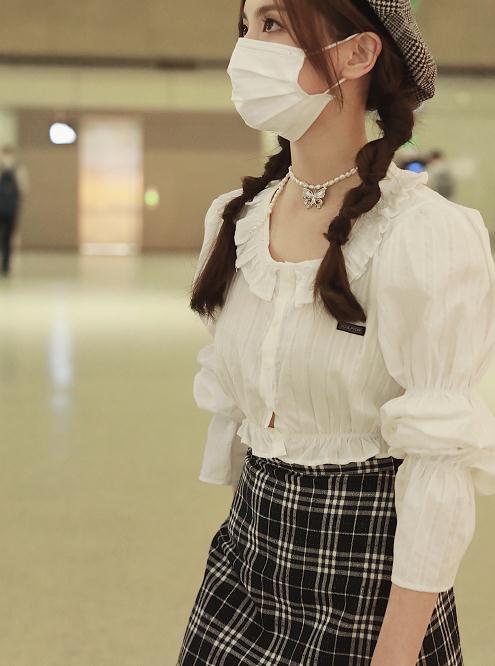 村花杨超越换风格了?灯笼+藕节衬衫配短裙像个小公主,太惊艳了