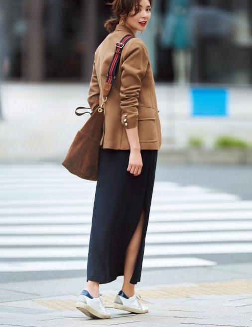 都知道驼色大衣高级,那怎样穿才更显气质?内搭这样选,优雅时髦