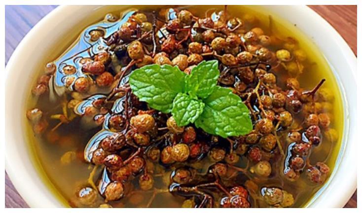炸花椒油不要直接下锅,老师傅只用这一招,麻辣鲜香,吃着上瘾