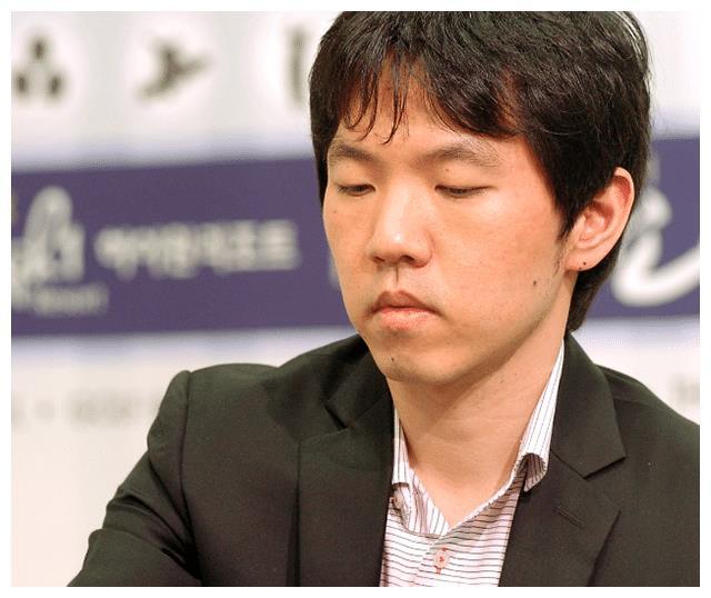 韩国围棋大师李昌镐,父母为其系鞋带,师母:他不懂人类的生活