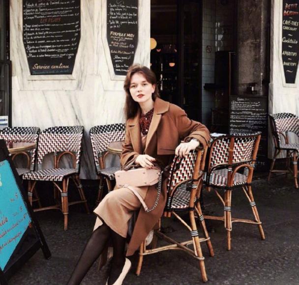 暖咖色=温暖+质感+高级,这个秋天跟她们这样穿也太美了吧!
