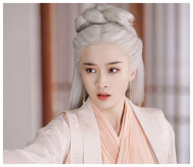 女星剧中白发造型,唐嫣惹人怜蒋勤勤霸气,谁的造型最惊艳