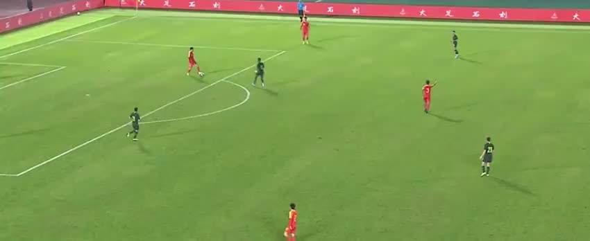 国奥后场传球失误,伊塔利亚诺劲射破门
