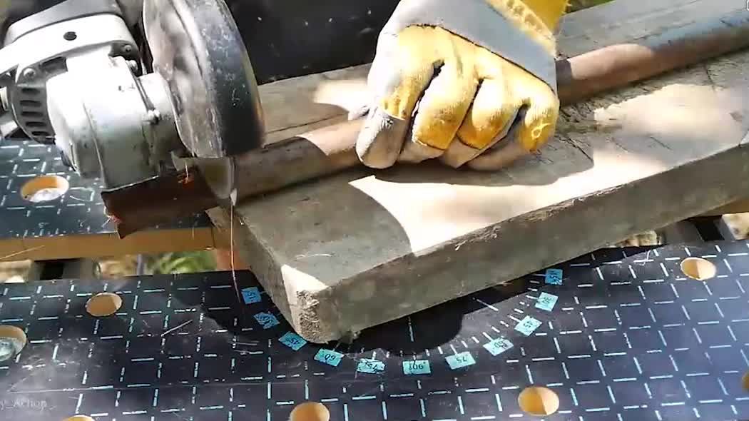 国外牛人自己铸造铝合金小板凳,看起来很实用!