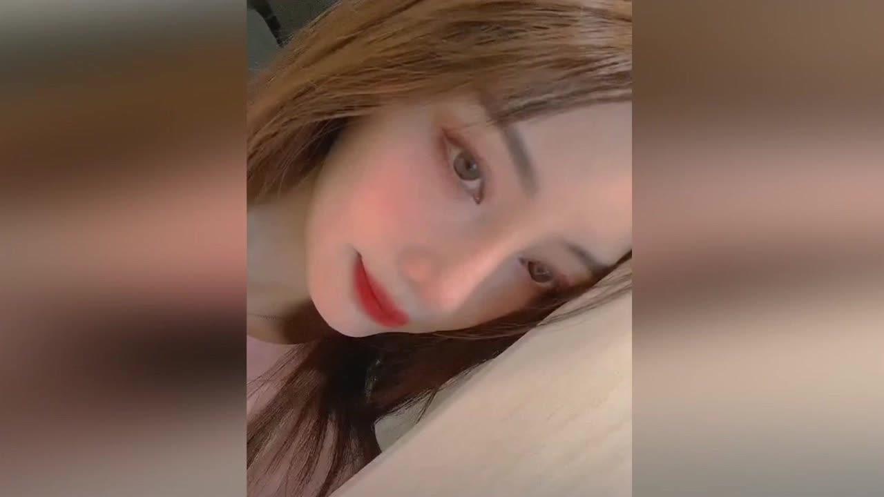 李小璐晒视频特效自拍 妆容精致酷似芭比娃娃_超清