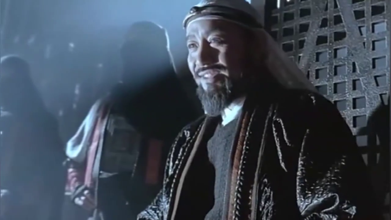 达闻西看见一大箱子黄金眼睛都直了,却不知下一秒王爷就要杀了他