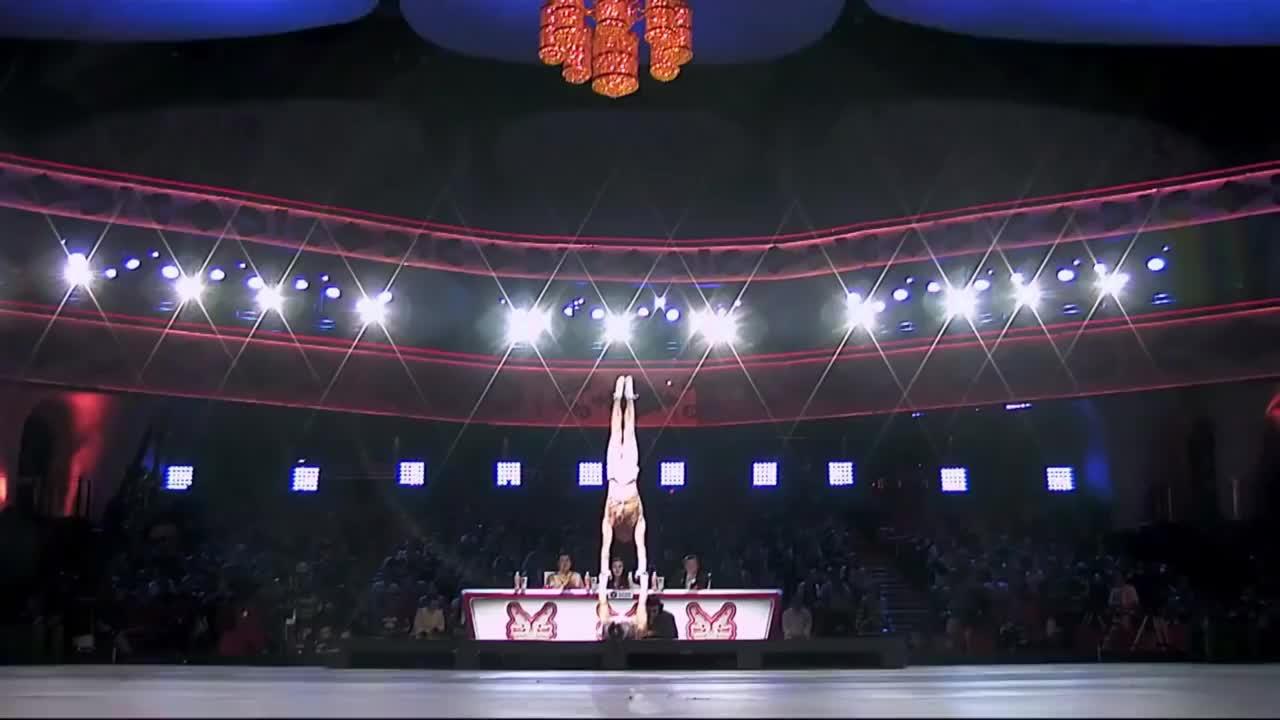 出彩中国人:双胞胎兄弟出彩舞台,表演高难杂技,范冰冰称非常精