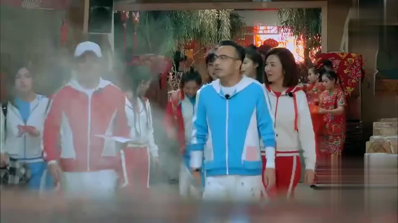 东北美食大荟萃 涵哥陈妍希吃冻梨酸成表情包
