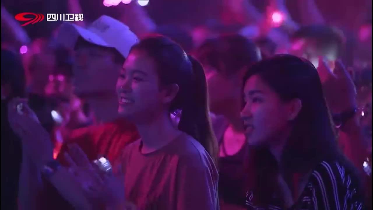 围炉音乐:邓紫棋曾去各国游学,回忆自己的青春,瞬间泪流满面!