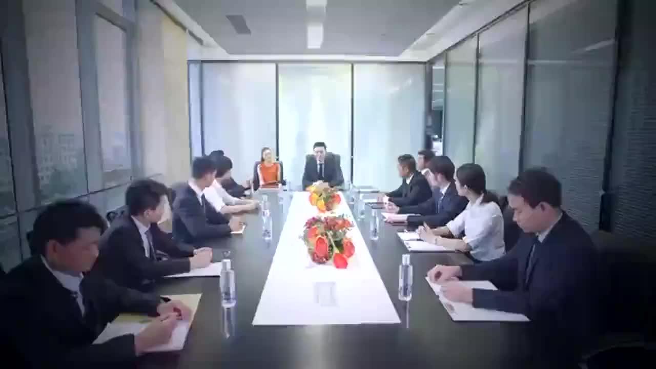 集团总裁冒充厨师和姑娘交往,没想到对方的好朋友是他的下属