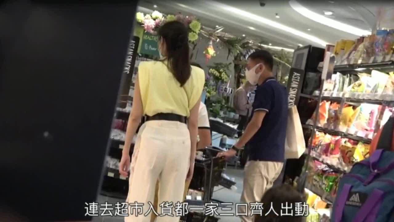 李嘉欣许晋亨十指相扣逛超市 9岁儿子小小举动彰显家教