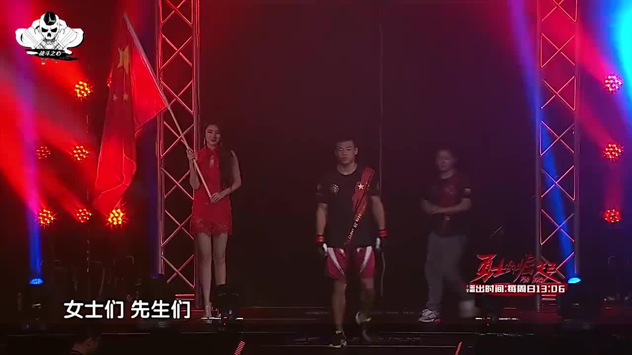 听完国歌后,中国黑马少年浑身杀气,开局不久一脚踢爆对手