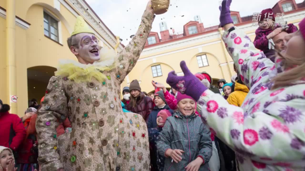 俄罗斯圣彼得堡举办独立剧院巡游节