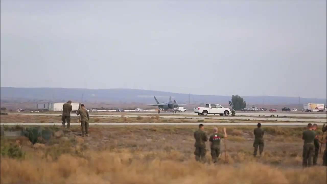 美国空军进行战机垂直起降试验,你知道它的型号吗?