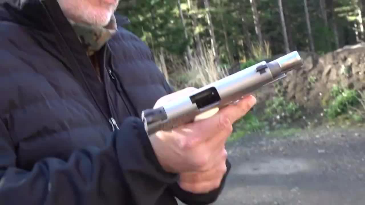 """""""沙漠勇士""""金伯M1911手枪,发射.45ACP口径弹药,越看越喜欢"""