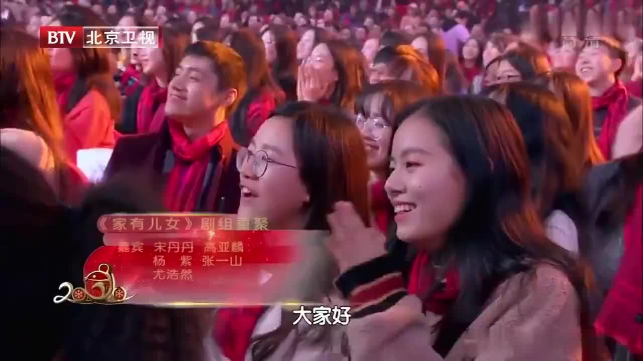 《家有儿女》剧组重聚,全家人惊艳亮相,观众沸腾