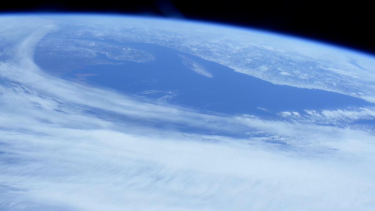 那是一片陆地?宇航员答道:没错,是的