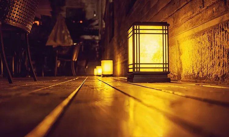 当照片曝光不足,是调快门速度?调光圈大小?还是调感光度好呢