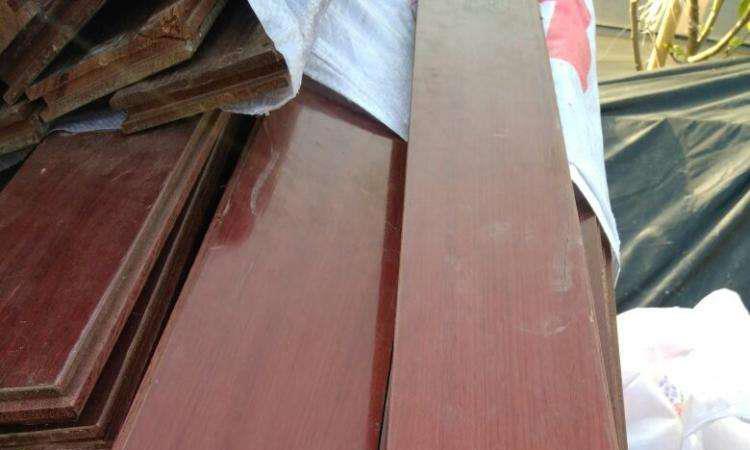 旧实木地板拆了老爸坚持留着,要学网友打磨组装橱柜,不亚于定制