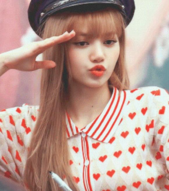 看看Lisa私服,东南亚平价小众衣服品牌,美翻夏天!