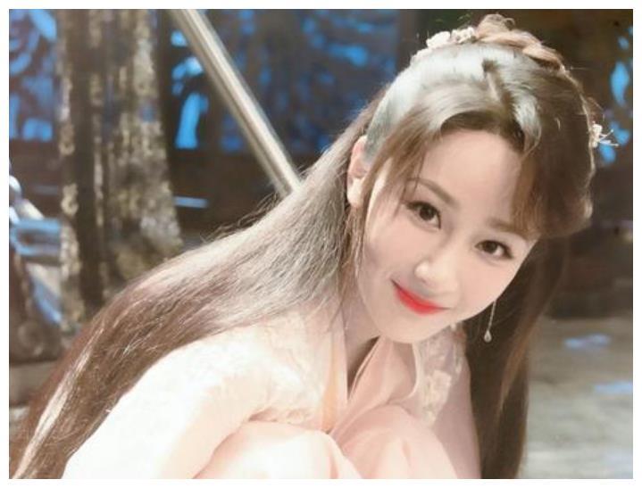 当红明星的原名,杨紫的不会读,罗云熙的有诗意,而她最会改!