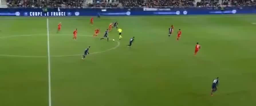 进球停不下来,姆巴佩射门造成对手乌龙球