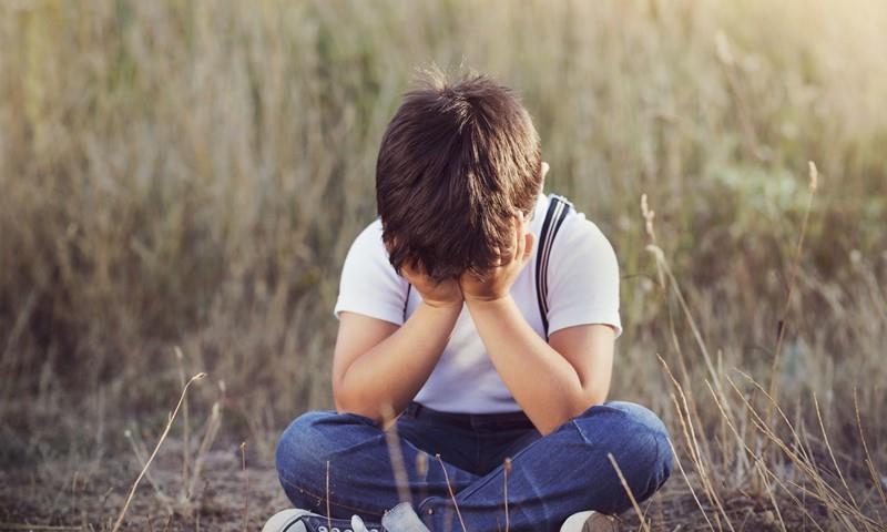 2岁儿被长辈捉弄让妈妈理智丧失!错误玩笑会造成孩子自卑感