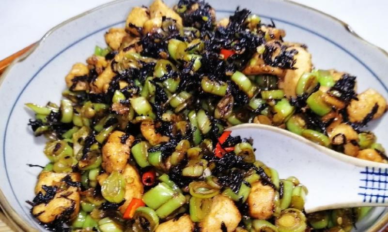 肉末梅菜豇豆的做法不复杂,进行简单搭配,便会有很好的味道