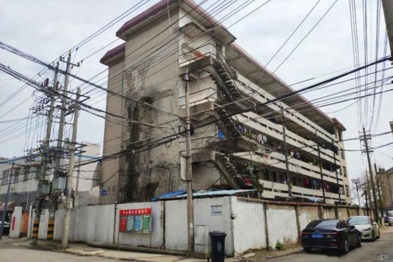 """南京""""双面""""城中村,外部花园内部危楼,如今已迎来拆迁"""