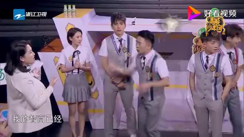 王俊凯干扰女生播报新闻,却不料人家随机应变,张一山赞叹不已