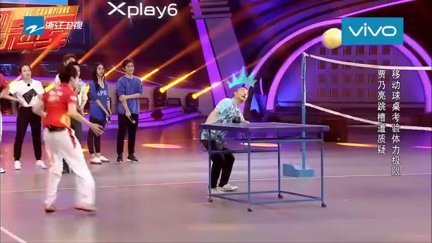 王涛拉球桌摔倒,张继科竟然在一旁笑炸了,网友:不厚道啊