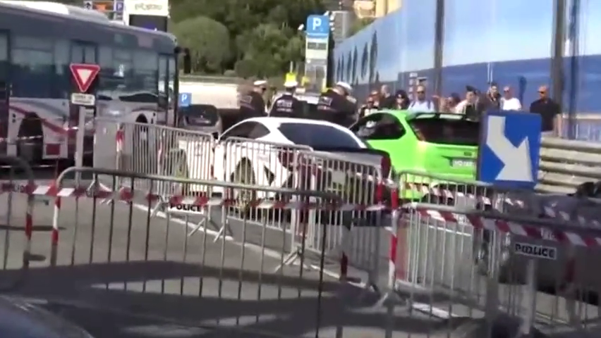 3辆法拉利F12开上街头,超跑车队的声浪太彪悍了