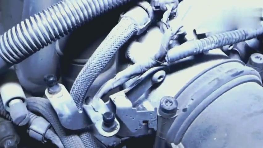10万收的一台二手宝马车,发现散热器风扇有问题,拆下来一看乐了