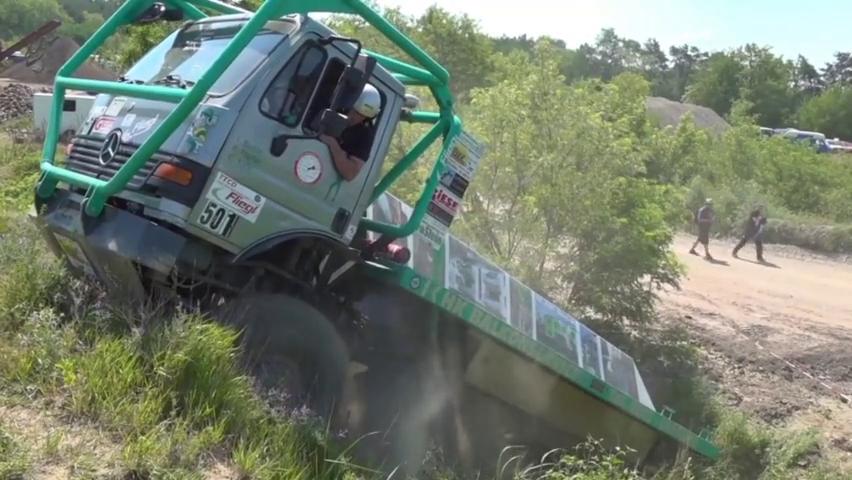 德国8x8梅赛德斯-奔驰越野卡车,极限驱动越野挑战