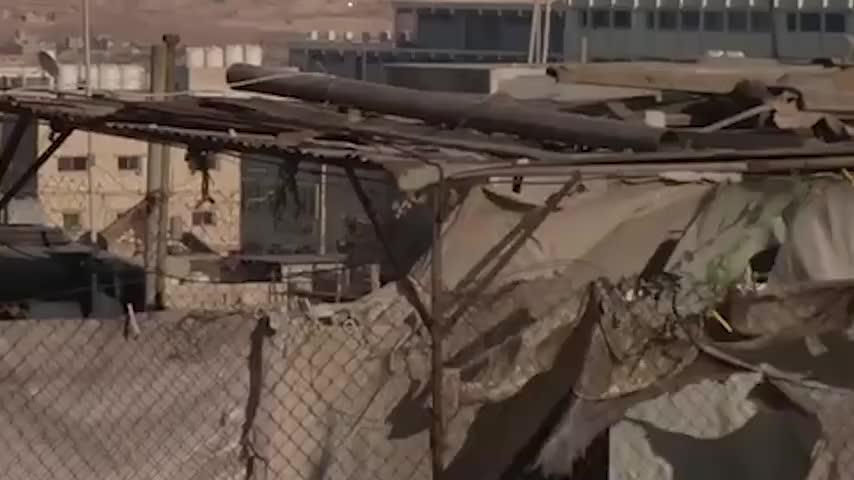 美国再出手!伊朗民兵营地遭遇突然袭击,现场浓烟滚滚上百人伤亡