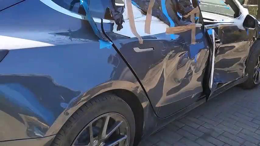 俄罗斯大叔维修特斯拉model3,车身右侧受损,A柱和门槛做了校正