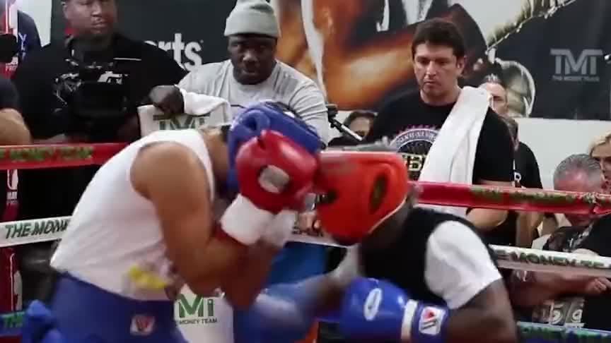 日本天才挑战拳王梅威瑟,遭到拳王戏耍?仅2分钟到底经历了什么