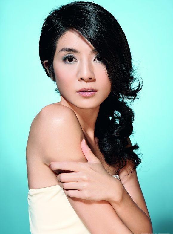 杨采妮,1974年5月23日出生于中国台湾省台北市