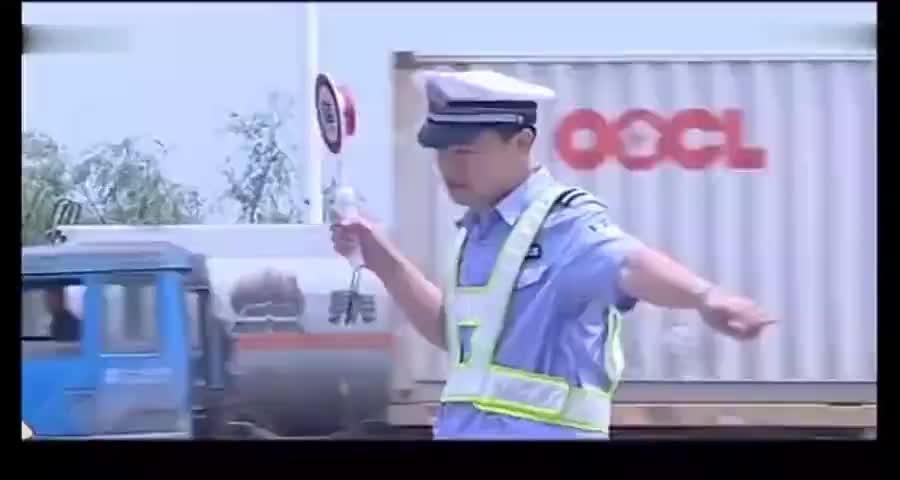 救护车通过收费站,警察无意间看了眼车牌,当场下令追捕